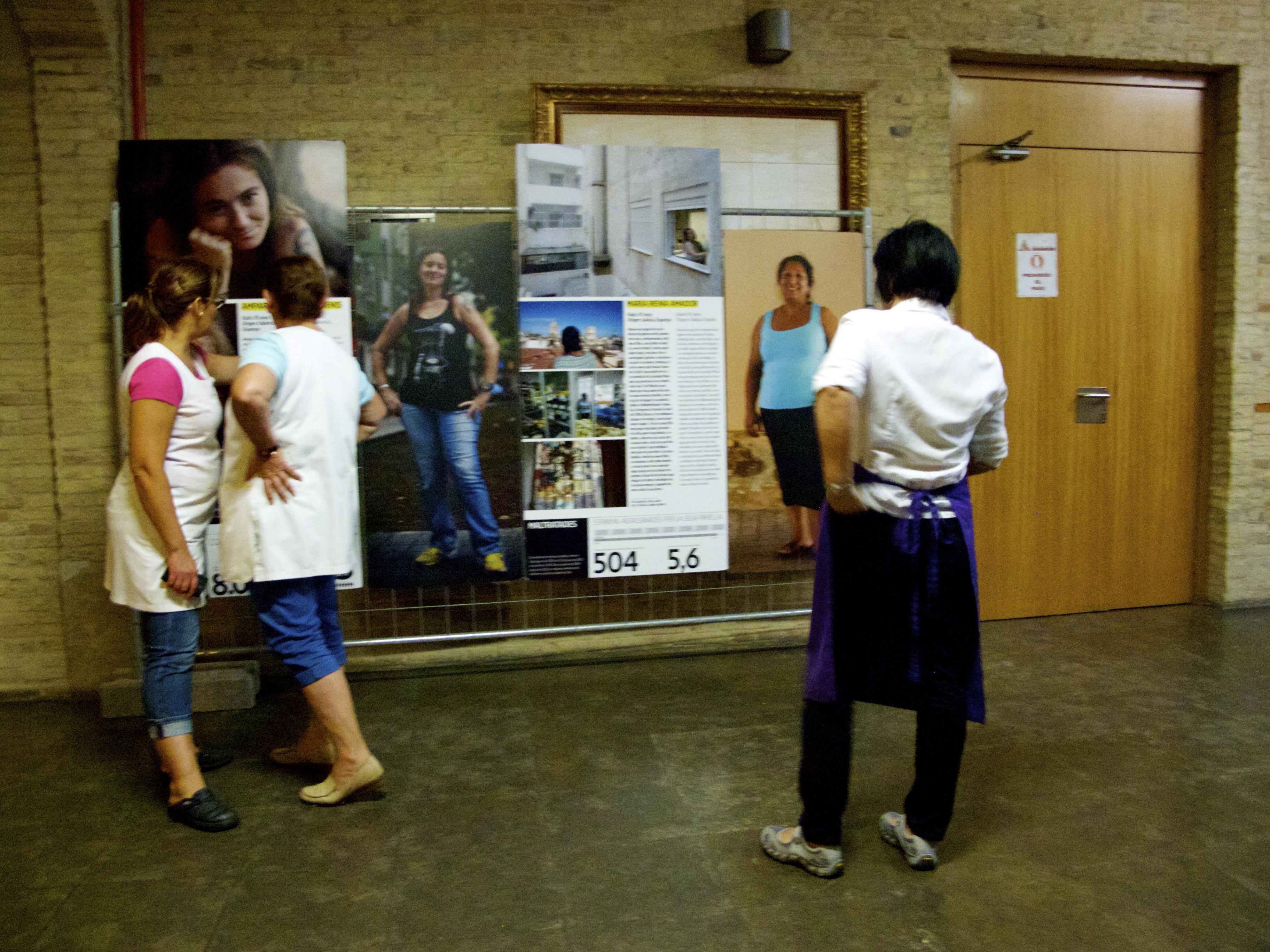 Inauguración de la exposición 'Sietes reportajes para la Inclusión' de la Xarxa EAPN CV en el Mercado Central de Valencia