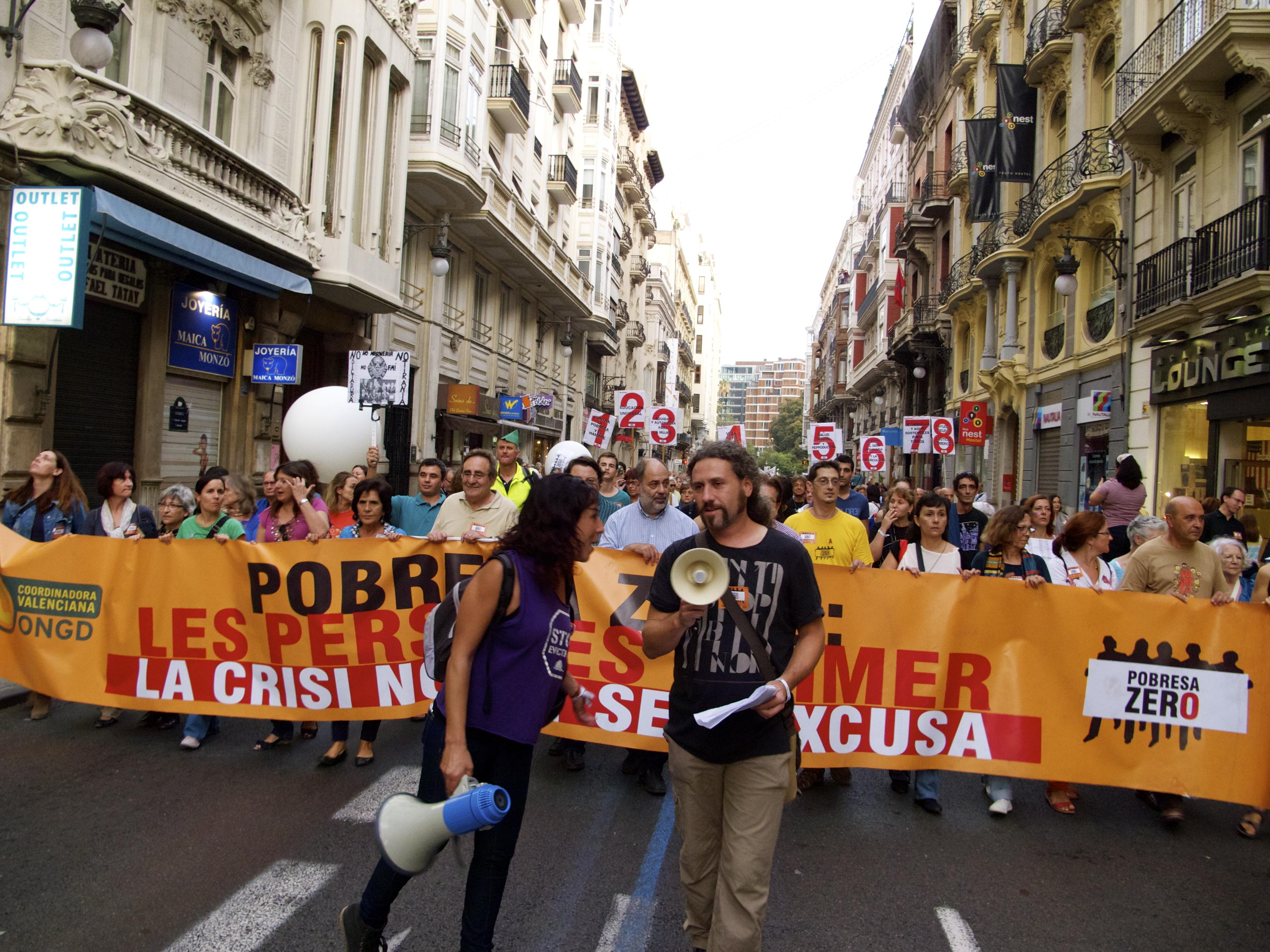 La Xarxa EAPN CV en la manifestación del 19O en Valencia 'Contra la Riqueza que empobrece'