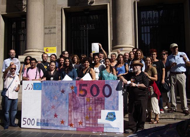 La Xarxa EAPN CV en la concentración de Pobresa Zero frente a la Delegación de Hacienda en Valencia contra el fraude fiscal y la riqueza que empobrece. El #17O